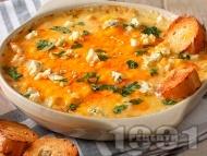 Рецепта Пикантна разядка / дип с пилешко месо, крема сирене и сирене чедър